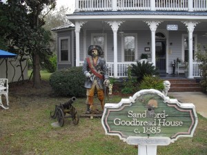 Sanford Goodbread House - really liking the pirate and cannon on the front lawn